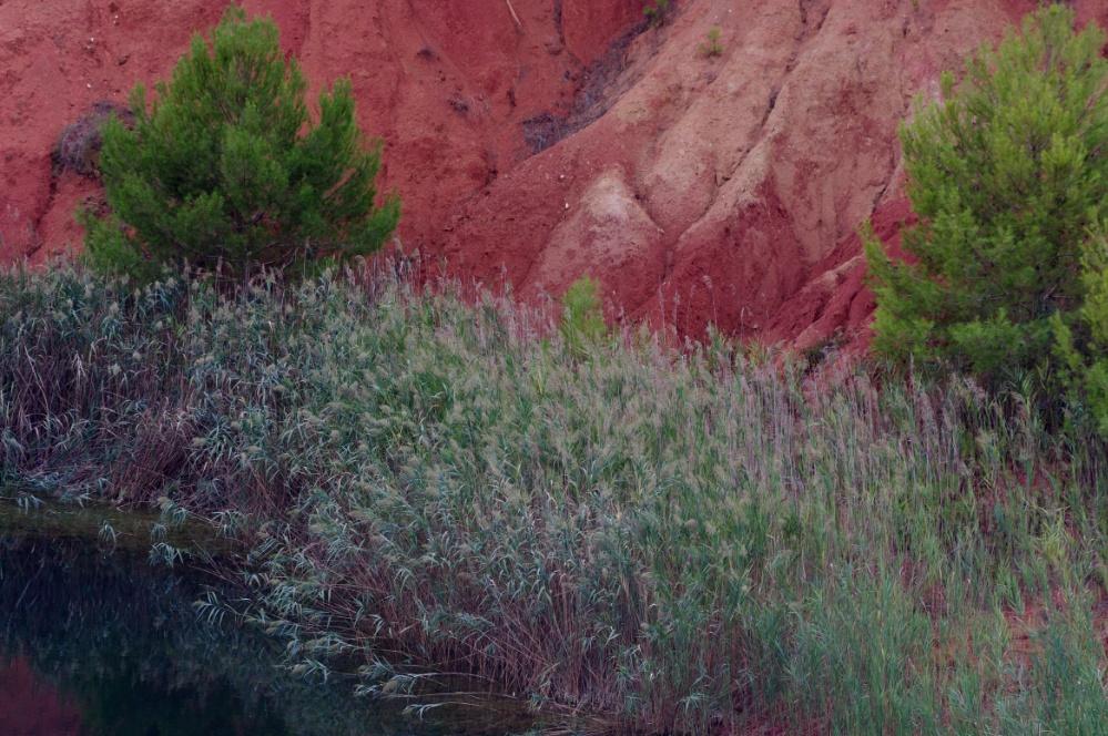 Lago rosso di bauxite